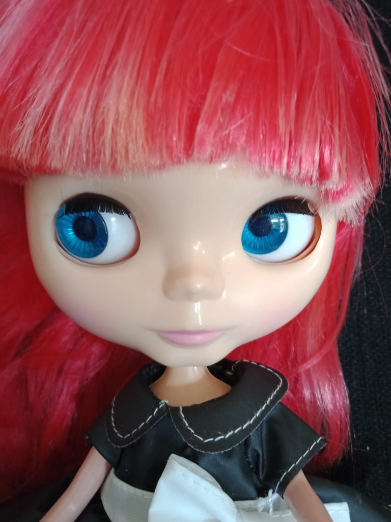 Blythe Doll red hair change to blue eyes