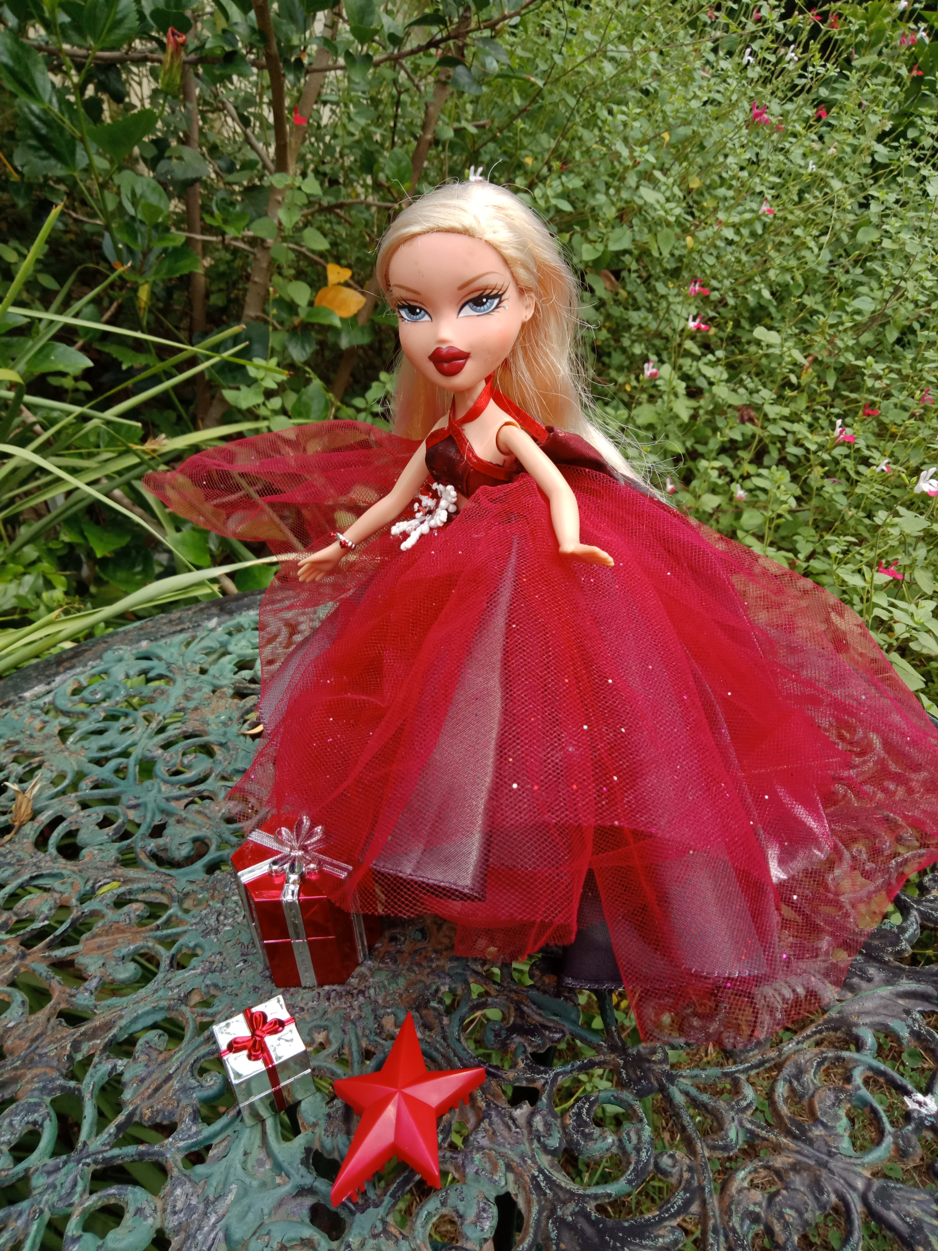Christmas Holiday Ball Red Dressed Bratz Doll Cloe